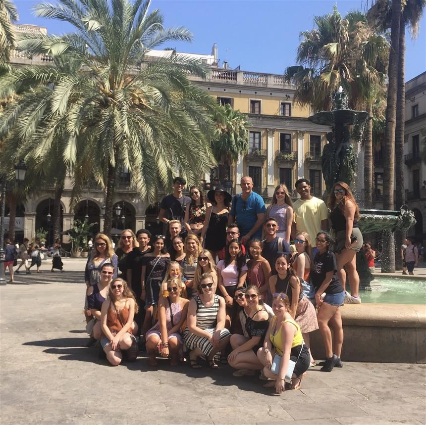 Students and chaperones in Barcelona; photo credit: Bianca Dellanno '19