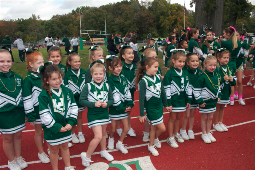 Jr. Cheerleaders on sidelines; photo credit: @pv1940 on Facebook