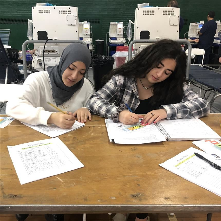 Nada Omran '19 & Anna Hosri '19 at the Spring Blood Drive; Photo credit: Maryam Ahmed '19