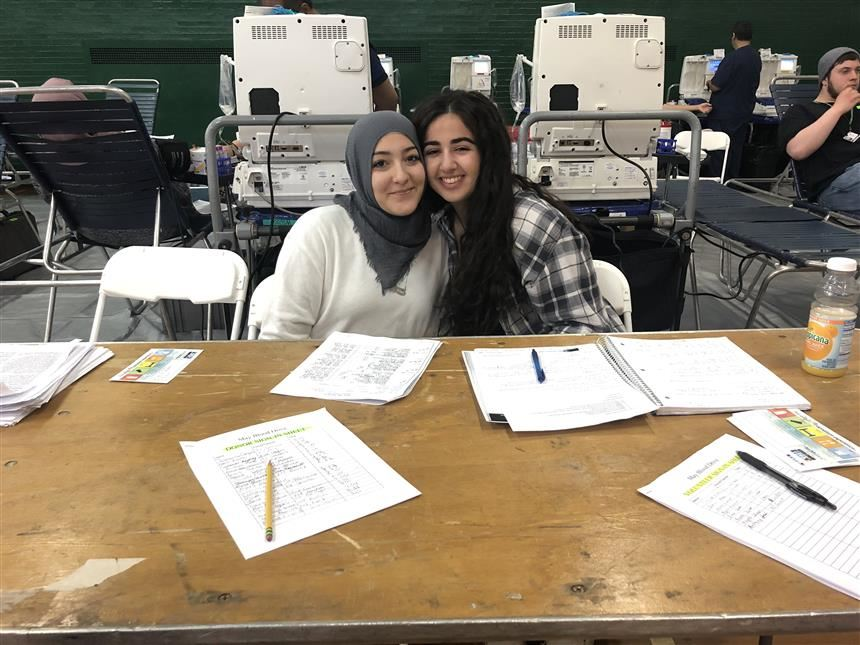 Nada Omran '19 & Anna Hosri '19 at the Blood Drive; photo credit: Maryam Ahmed '19